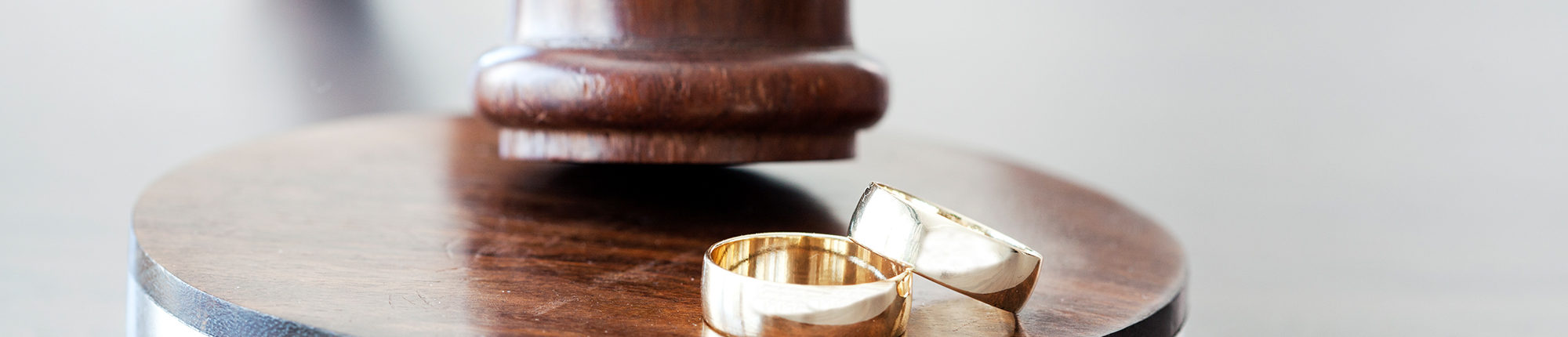 wedding rings picture close up